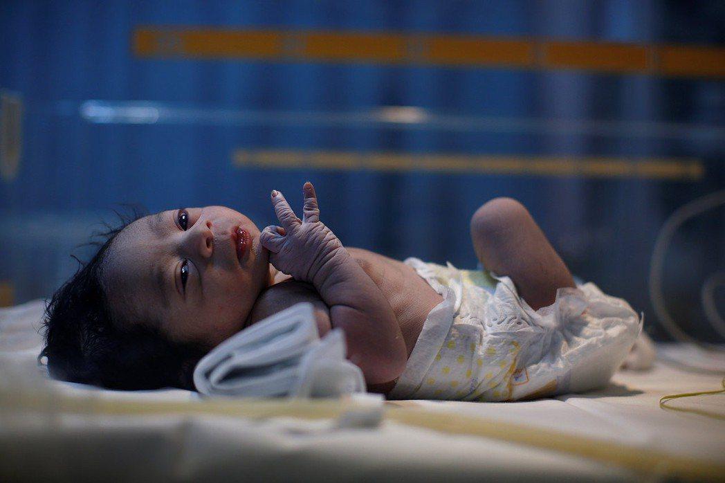 一般麻疹疫苗的接種時程為:嬰兒出生滿12個月時,注射第一劑預防針,滿5歲至入學前...