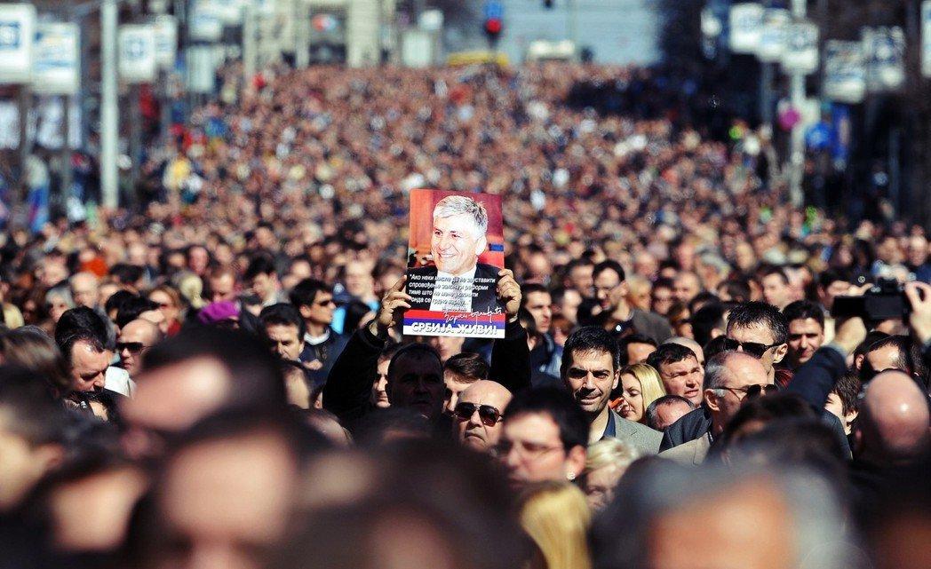 自從科索沃獨立迄今將滿10年,塞爾維亞堅持「一個塞國」的態度不變。曾經表示「科索...