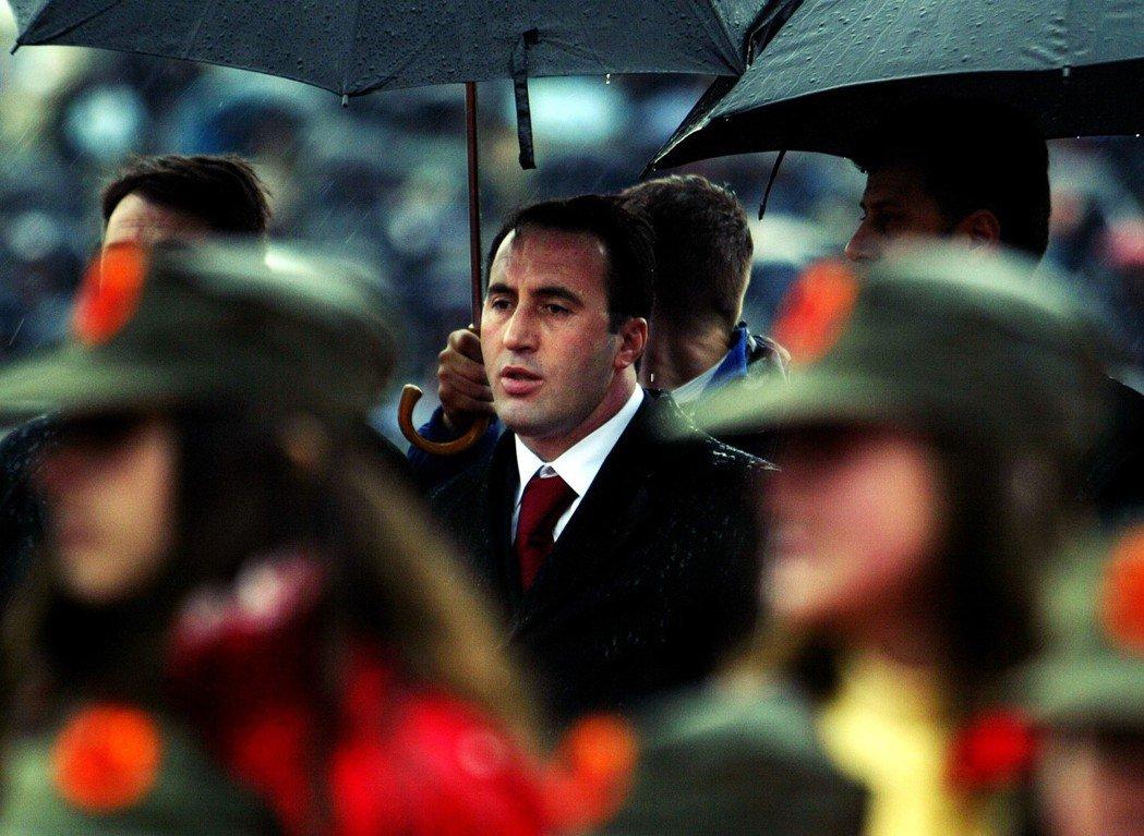 為了實現「取回可歸還東西」的宣示,武契奇兵行險著,推派曾是科索沃戰爭中的軍事領導...