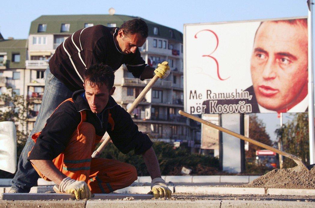 哈拉迪納伊的上位,一般也被認為是武契奇對科索沃新政府釋出的訊號:因為熱衷於在塞科...