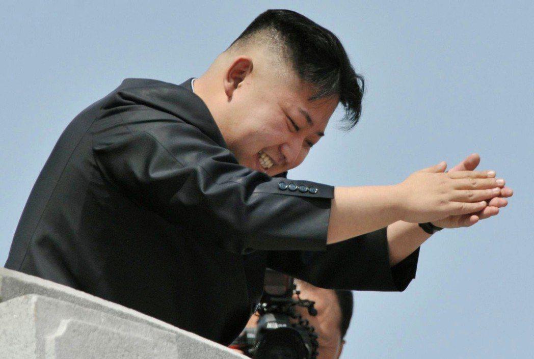 北韓的閱兵,通常極具「政治色彩」,除了對外武嚇示威外,對內也有提振軍方士氣的與領...