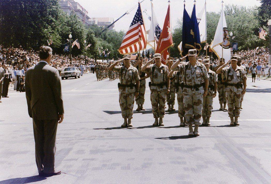 其實美國本來也有閱兵的歷史,除了打勝仗之外,像是艾森豪總統、甘迺迪總統的就職典禮...