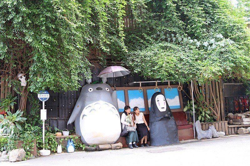 宮崎駿《龍貓》與《神隱少女》的動畫場景真實出現在眼前。  攝影|行遍天下