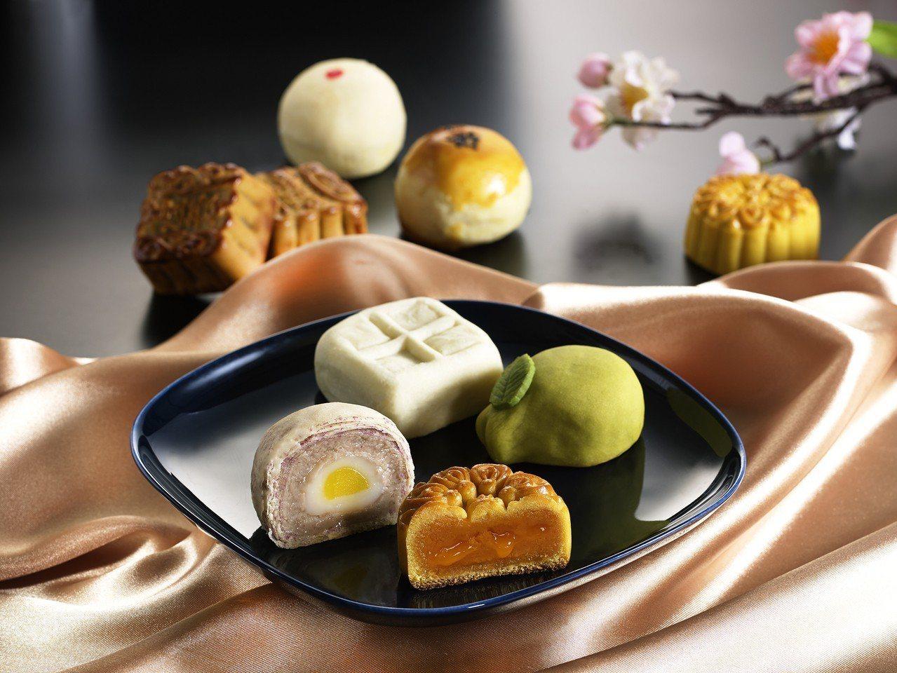 造型吸睛的特色月餅柚香蜂蜜、杏仁豆沙、流心奶黃,獲得不少企業訂購。 圖/一之軒提...