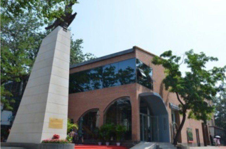 北韓在北京798藝術區設立「北韓萬壽臺創作社美術館」,頗受收藏家和遊客歡迎。取自...