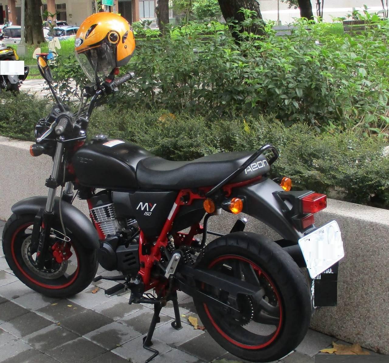 台中市西屯區潘姓男子因沒錢修機車,他找同款的機車下手,偷走一輛機車、一顆輪胎,潘...