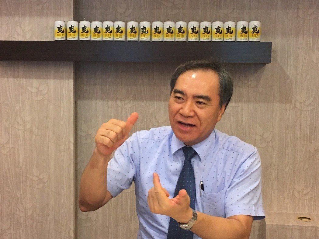台灣菸酒公司董事長吳容輝認為,要傾聽身體的聲音,運動與飲食不兩廢,才能掌握健康狀...