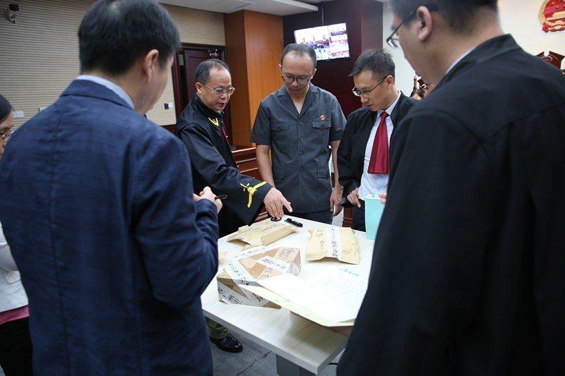 廣州知識產權法院針對華為告三星專利侵權3進行了第一次公開審理。取自廣州日報