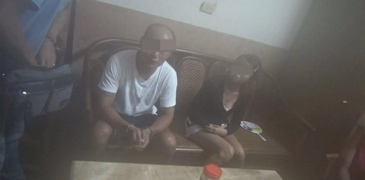 曾姓男子(左起)、吳姓女友涉販毒前天遭警查獲,曾還一度護著女友。記者林伯驊/翻攝