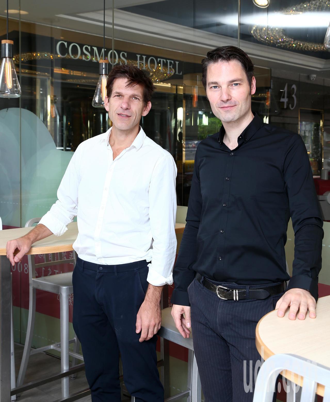 德國的兩位鋼琴才子安德列亞斯.肯恩(Andreas Kern)(左)與保羅.希比...
