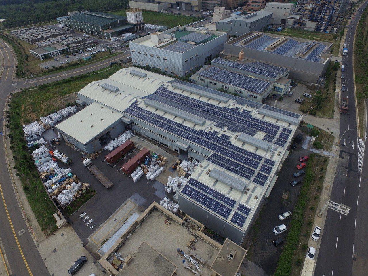 響應綠能政策,桃園環保科技園區近8成廠商自主裝設太陽能發電設施,總設置容量2MW...