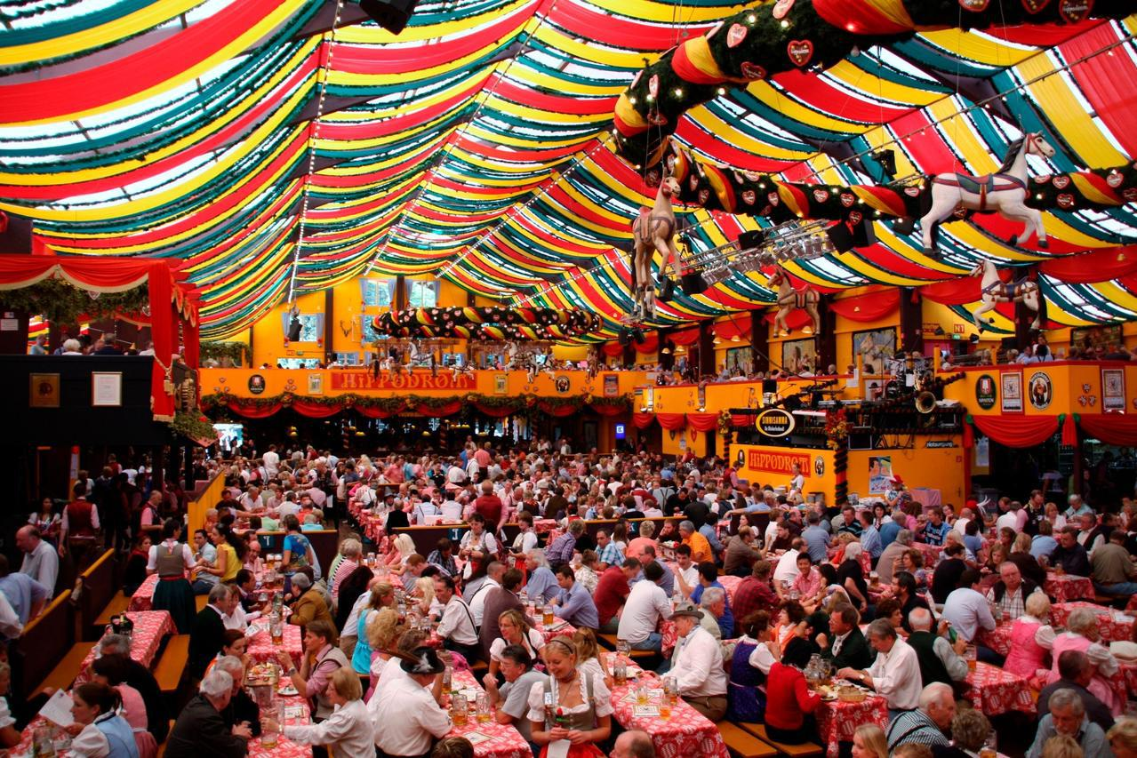 High翻天的德國「慕尼黑啤酒節」。圖/TripAdvisor提供