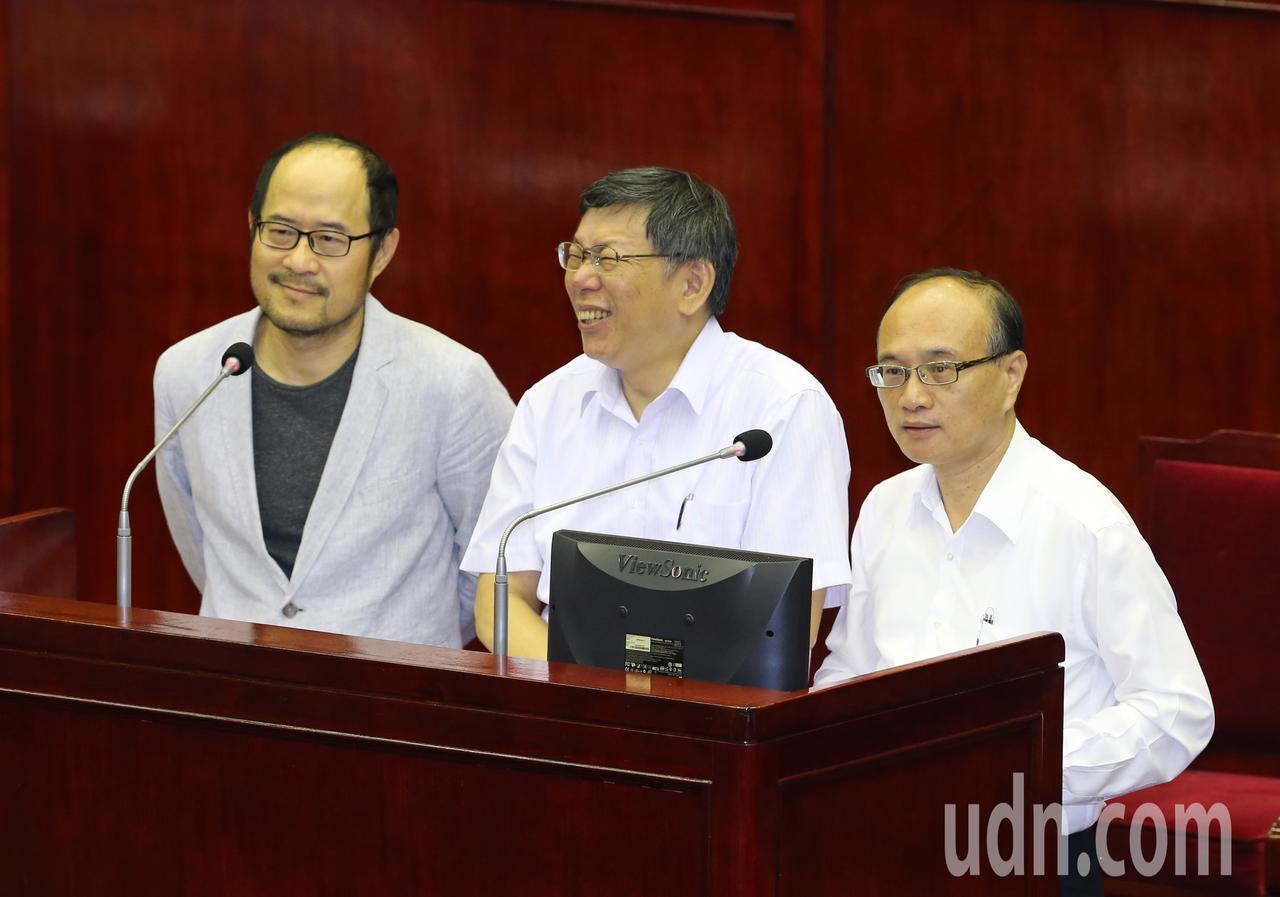 市議員質疑課綱消抹中國史,當場要求教育局長、文化局長說出:「我是中國人也是台灣人...