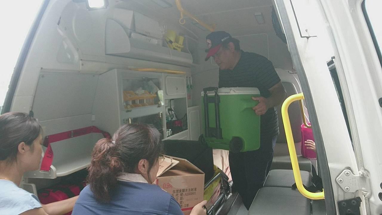 林姓女消防員器捐,國道警車開道,半小時直送台北,完成女消防員的器捐遺愛。記者羅建...