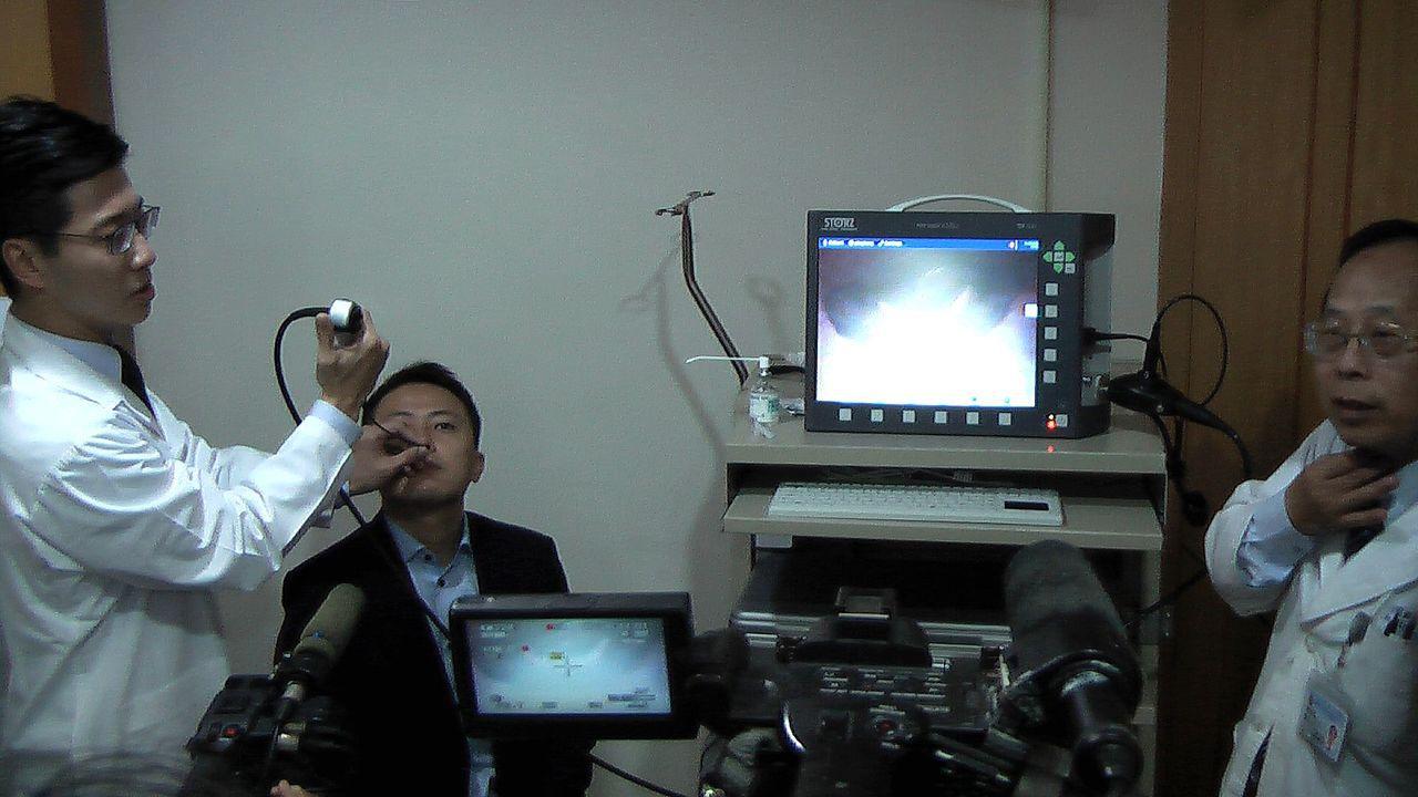高雄醫學大學口腔外科醫師陳裕豐(左)表示,台灣約有7成民眾有打鼾的困擾,而打鼾是...