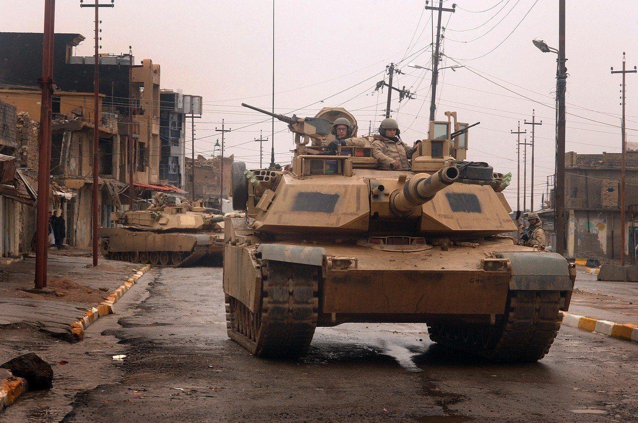 美國陸軍的M1A2戰車,2005年在伊拉克。圖/維基共享資源