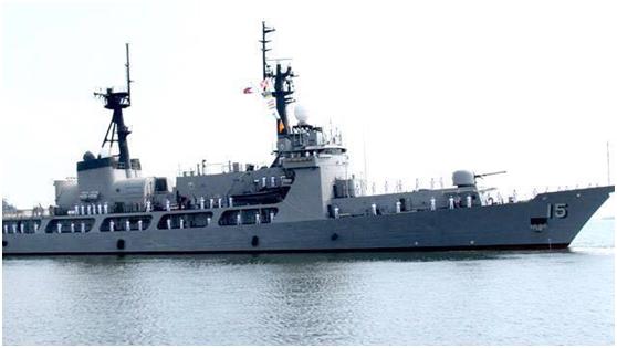 菲律賓海軍巡邏艦「皮勒號」29日晚間在西菲律賓海巡邏時,在半月暗沙觸礁擱淺。(環...