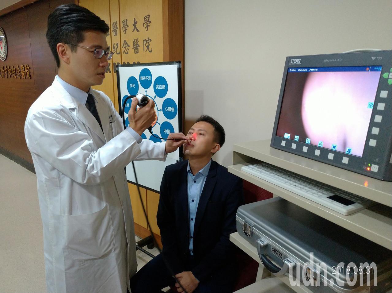 高醫口腔外科醫師陳裕豐(左)以整形手術治療打鼾,效果良好。記者劉學聖/攝影