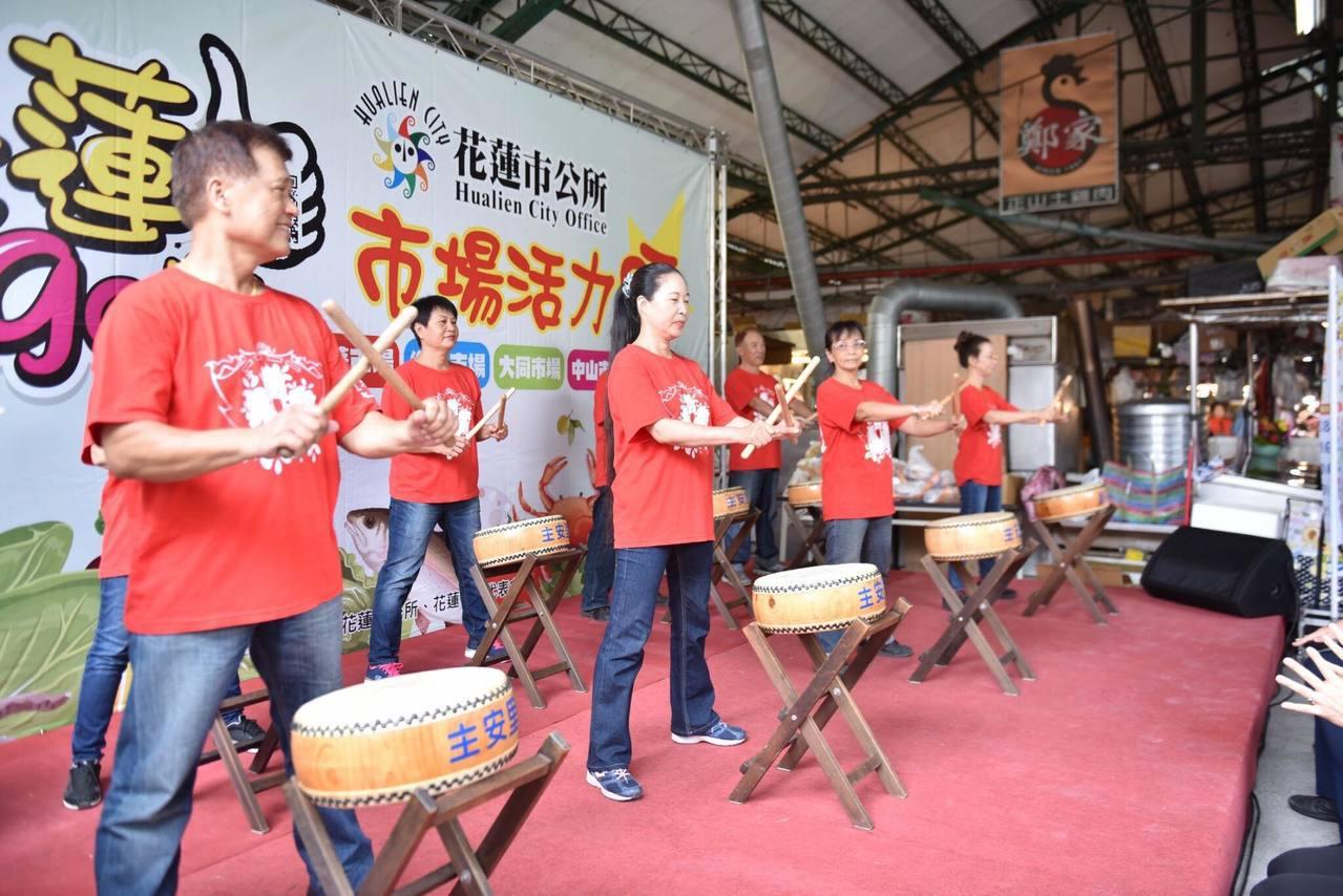 今天活動開場由當地里民組成的鼓隊,表演歡樂年年、喜興歡鼓兩首鼓樂,陣陣鼓聲,為促...