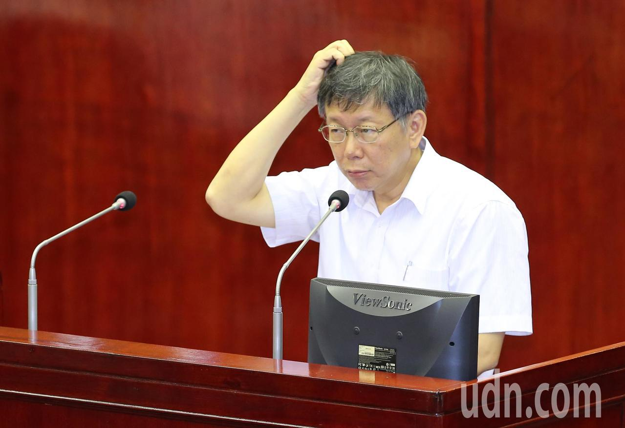 台北市議會總質詢,市議員一一細數柯市長跳票的政策、承諾等等,要柯文哲(圖)別拿這...