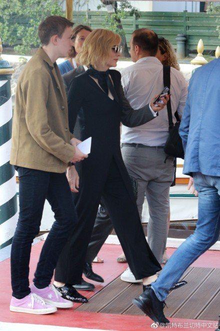 凱特布蘭琪總能穿出褲裝的知性女人味,從不失手。圖/取自微博