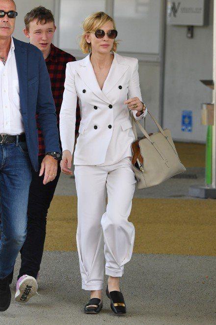 凱特布蘭琪的西裝打扮帥氣無敵。圖/取自微博