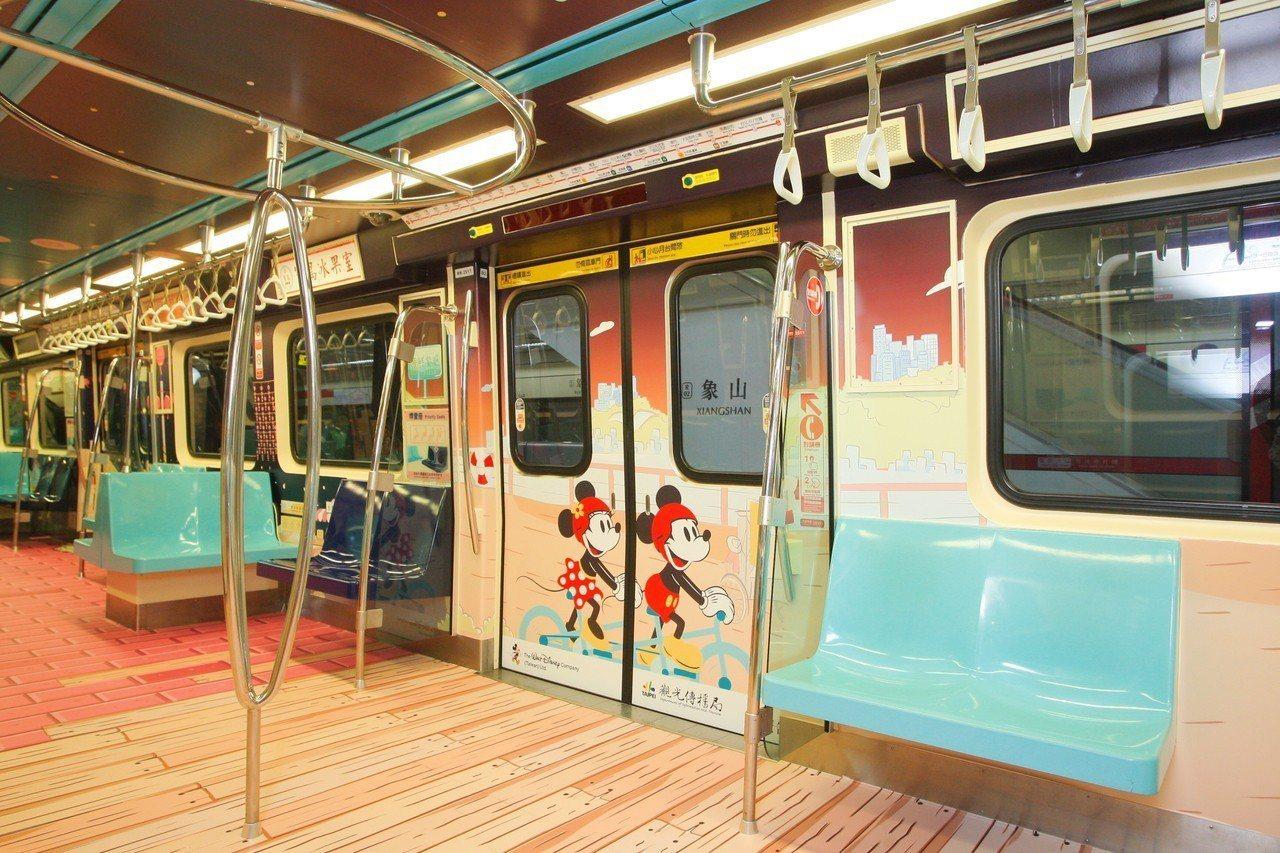 米奇彩繪列車共有15種不同的彩繪主題。記者陳睿中/攝影