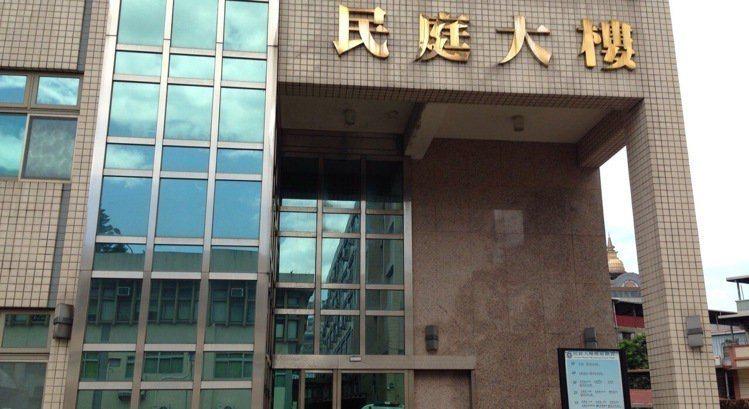 新北市黃姓婦人向楊女購買海藻粉欲製作大體義肢模具,卻收到石膏粉,導致擔任手模的女...