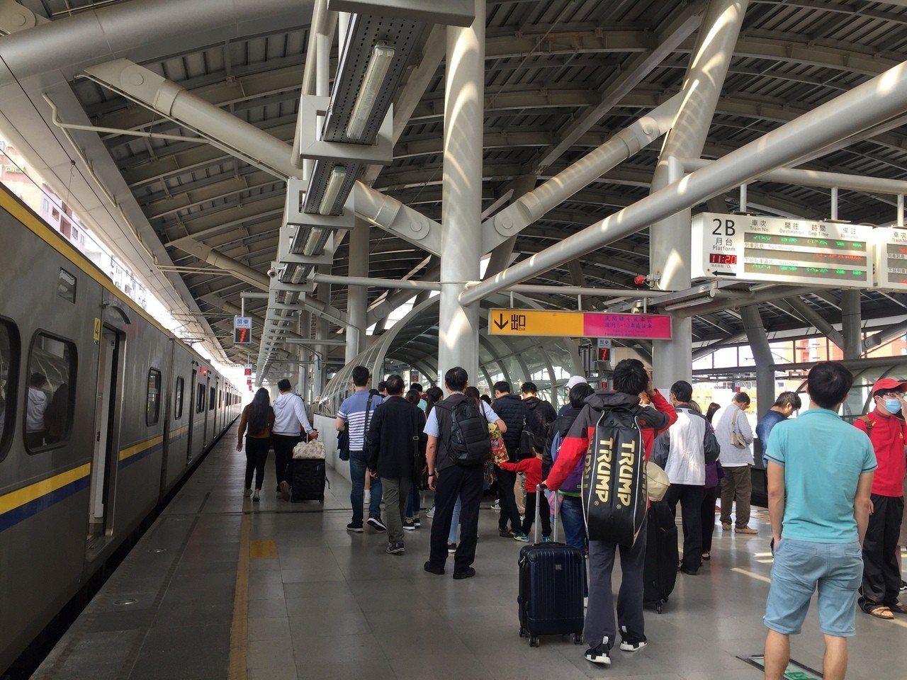 台鐵屏東站每天進出旅客各約一萬餘人次。圖/本報資料照