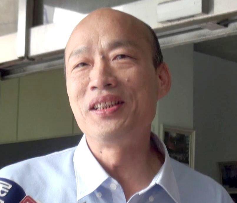 國民黨高雄市長參選人韓國瑜承諾如當選市長,2年內全面在中小學教室加裝冷氣機和空氣...