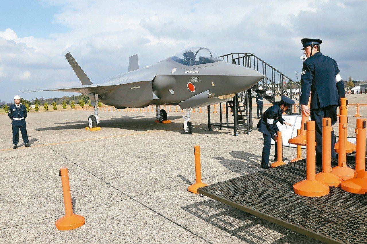 日本茨城縣航空自衛隊「百里機場」基地的F-35戰機。 (美聯社)