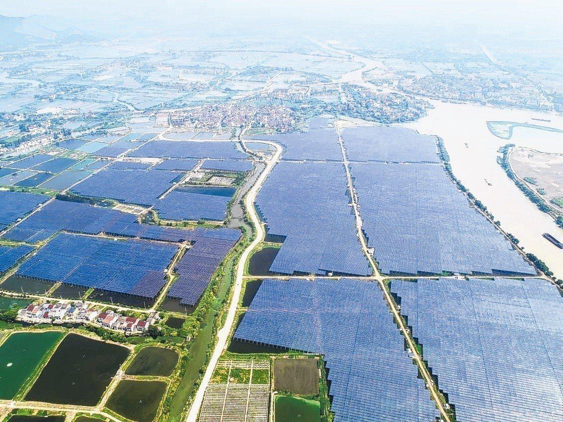 大陸媒體報導,指歐盟對大陸太陽能的最低限價和「雙反」措施,9月3日到期後將有機會...