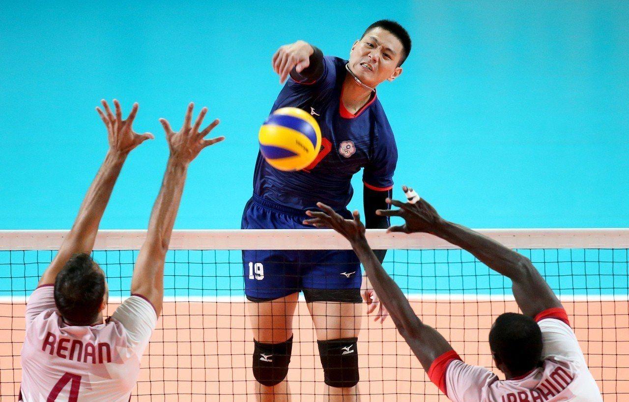 中華男排擊敗卡達,睽違20年再收下銅牌。 特派記者余承翰/雅加達攝影
