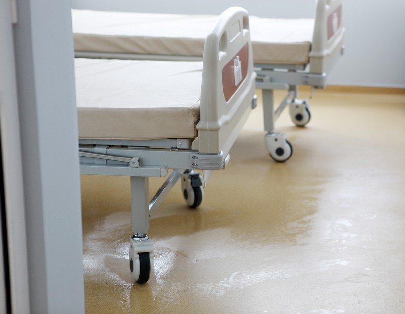 勞工只要受傷住院,從住院第4日算起,就能請領勞保傷病給付。 圖/聯合報系資料照片