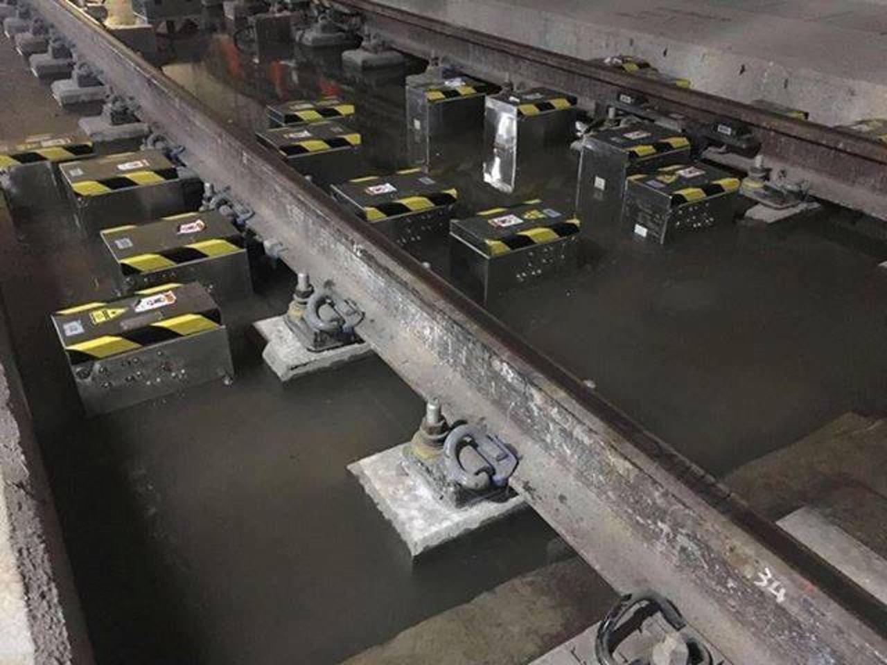 豪雨倒灌,港高鐵車廠路軌轉轍器浸壞,港鐵回覆已換零件。圖/香港01