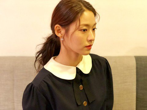 雪炫連耳環都戴GUCCI的,可以推測她和品牌接下來還會合做好一陣子。圖/擷自in...