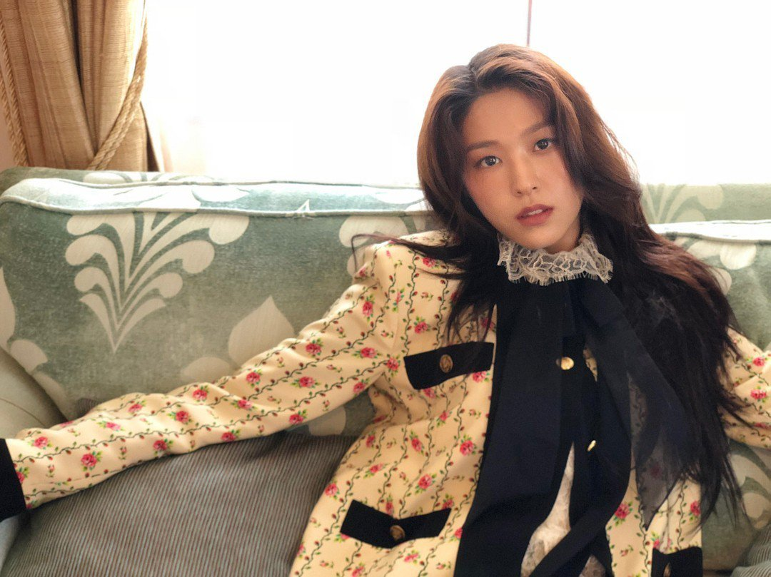 雪炫近日以一身GUCCI,登上女性雜誌《Allure》韓國版封面。
