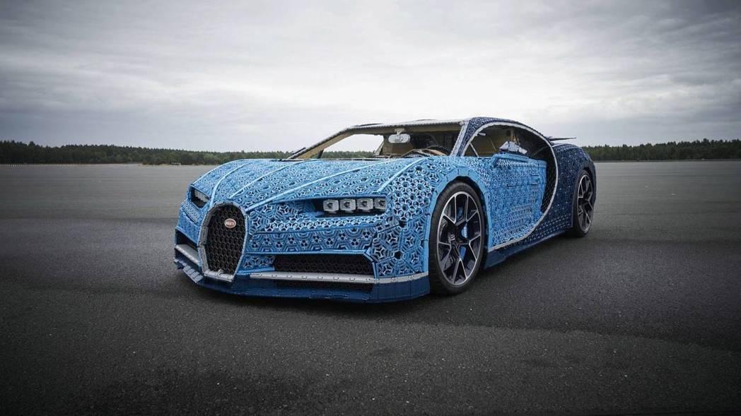 LEGO竟然打造了一輛等身的Bugatti Chiron模型車! 摘自LEGO
