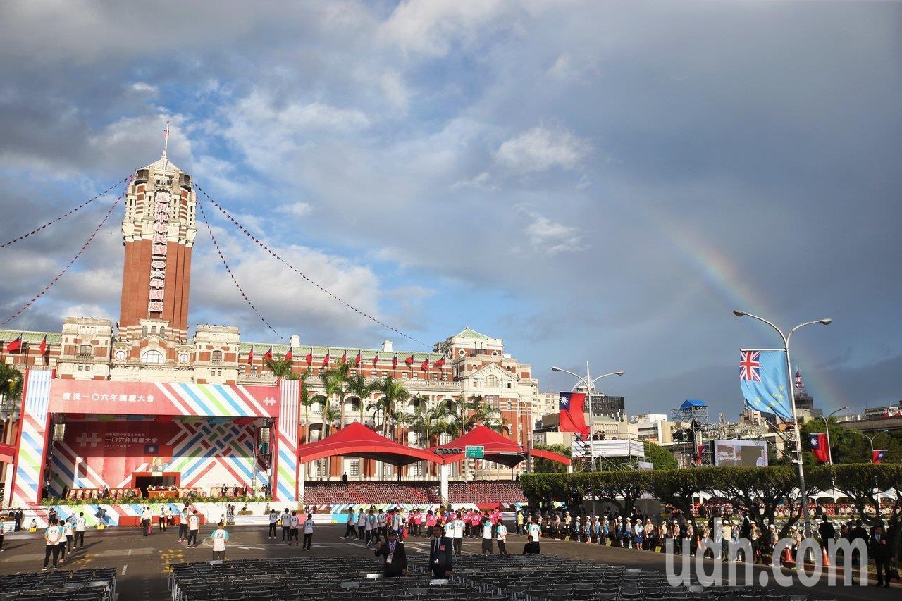 雙十國慶典禮剩下一個多月,每年都有數千名華僑回台參加。聯合報系資料照