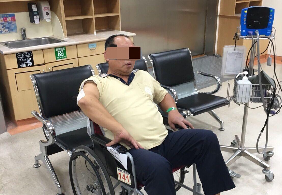 鄭姓輔警今天凌晨協勤出車禍受傷。記者林保光/翻攝