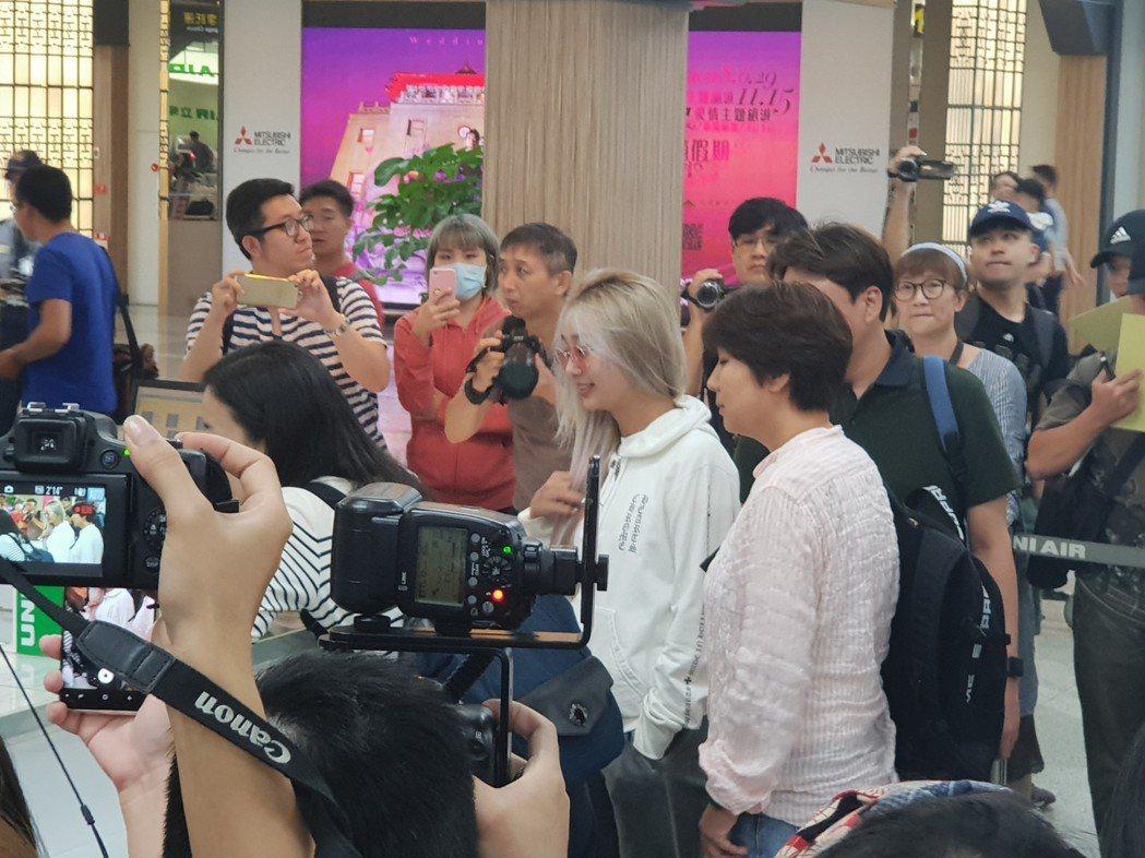 孝琳自己辦理登機。記者李姿瑩/攝影