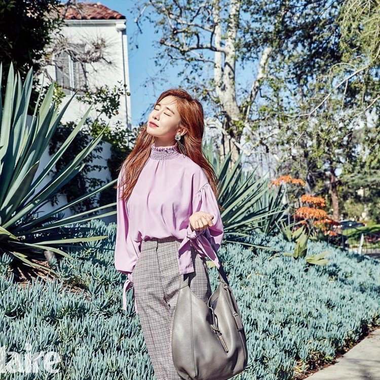 劉寅娜為時尚雜誌拍攝內頁也曾經詮釋JOY GRYSON的Hobo系列。圖/取自I...