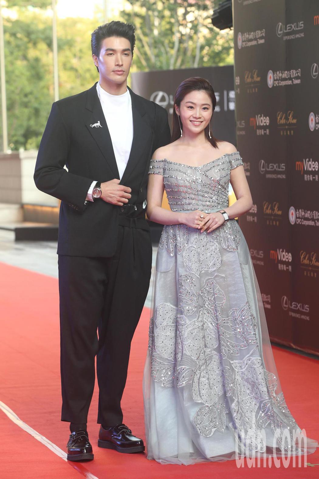 紅毯主持人錦榮(左)、楊小黎(右)出席亞太影展星光大道。記者葉信菉/攝影