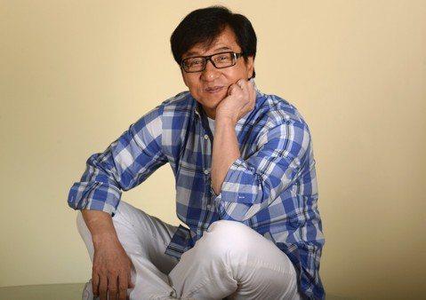 近來在美國最風光的電影,莫過於亞裔演員掛帥的「瘋狂亞洲富豪」,雖然是「喜福會」之後25年來唯一由主流大片商投資、亞裔主演的時裝片,卻在北美創下驚人票房佳績,即將飆破一億美元。今年剛好是動作巨星李小龍...