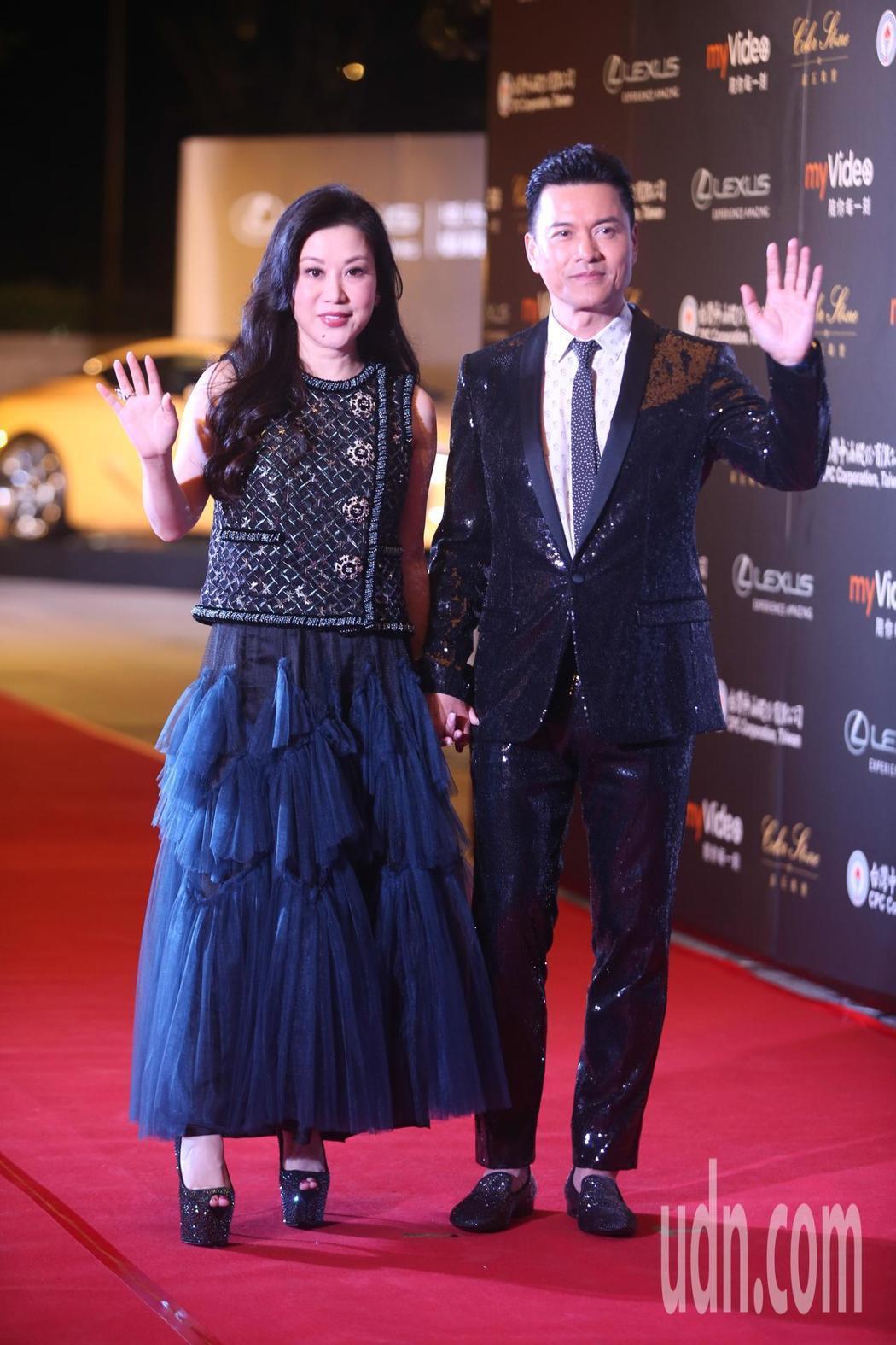 呂良偉(右)出席亞太影展星光大道。記者葉信菉/攝影
