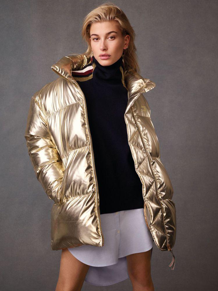 金色羽絨外套是焦點單品之一。圖/Tommy Hilfiger提供