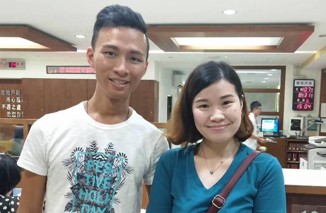 丘俊強和趙湘君是異父同母的兄妹,從小分散港台兩地,不曾見過面,在員林戶政所協助下...