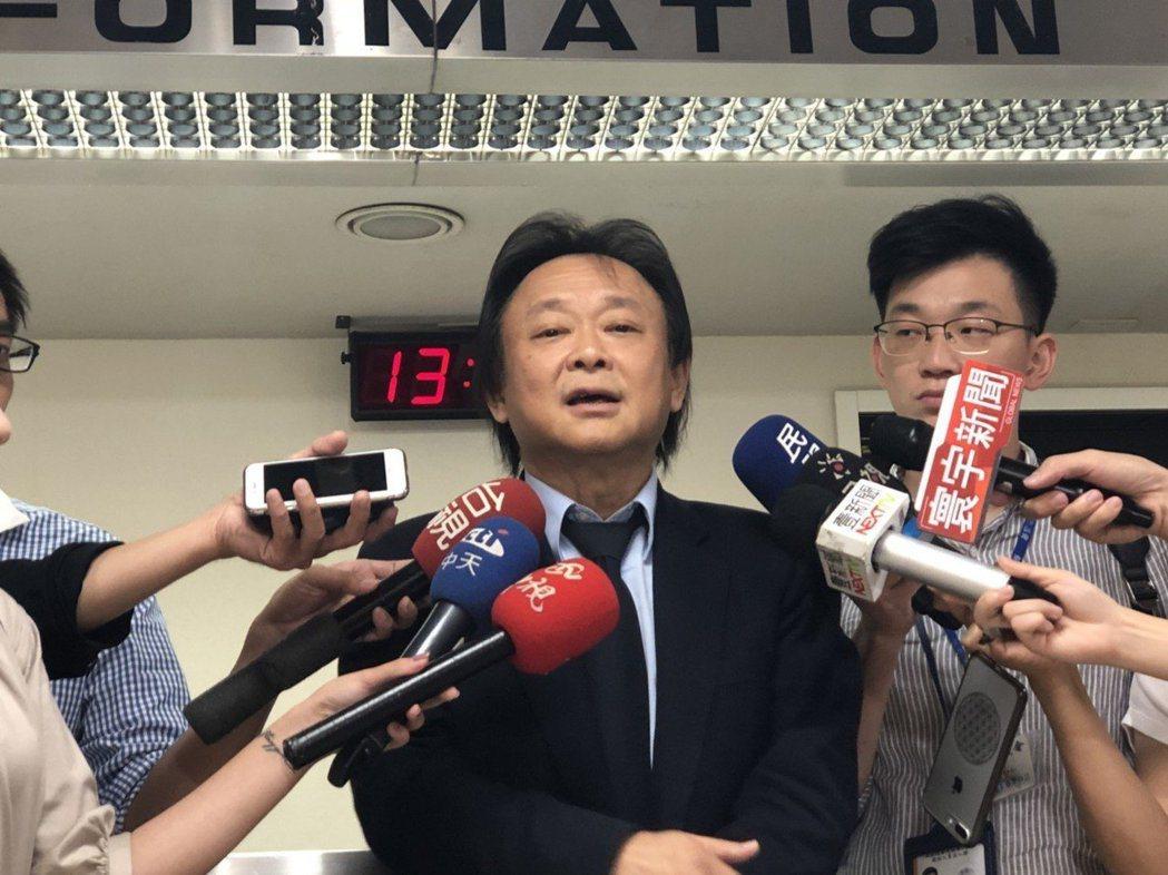 台北市議員王世堅自認對柯市長的批評是就事論事,但柯卻用消遣、修理、攻擊式來回應。...
