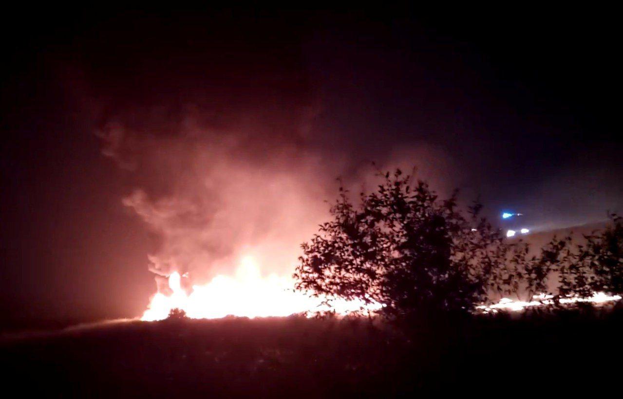 俄客機降落時衝出跑道並起火,170人奇蹟生還。 路透社