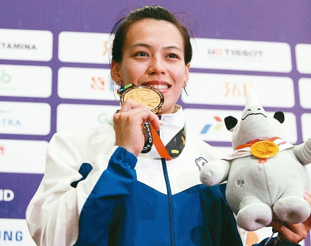 郭婞淳今年亞運在舉重女子58公斤級,以抓舉105公斤、挺舉130公斤,總和235...